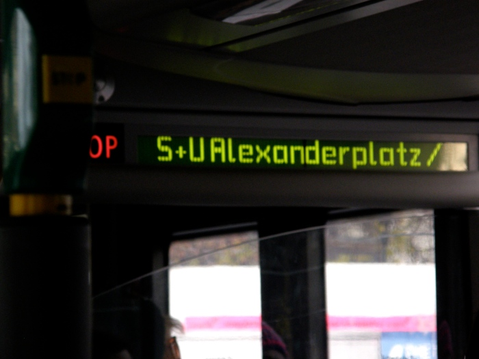 Seuraava pysäkki: Alexanderplatz.
